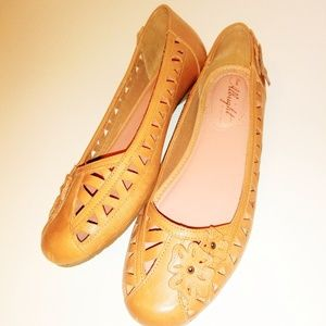 Anthro Miss Albright Leather Cutout Flower Flats